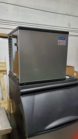 Used Ice Machine KOOLAIR by MANITOWOC with Bin